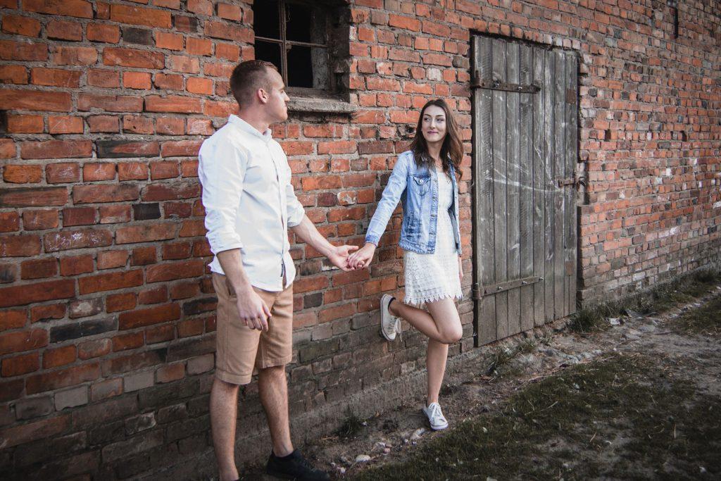stodoła sesja plenerowa narzeczeńsk fotograf bytów koszalin