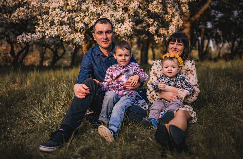 szczęśliwa rodzinka sesja w plenerze fotograf koszalin
