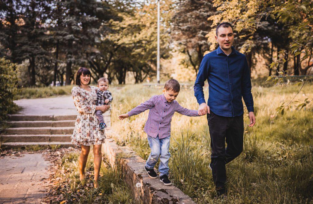 rodzinny spacer w parku