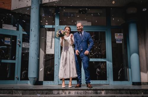 wyjście pary młodej z urzędu stanu cywilnego w Koszalinie, fotograf koszalin