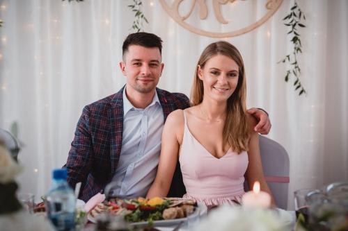 para młoda wesele w na sali weselnej w sławsku