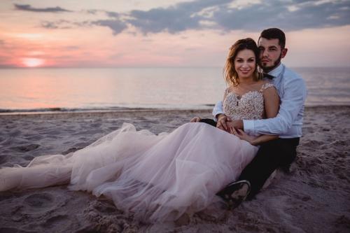 zakochani o zachodzie słońca fotografia ślubna fotograf sławno