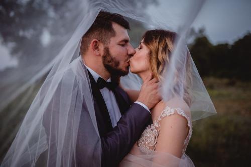 pocałunek pod welonem