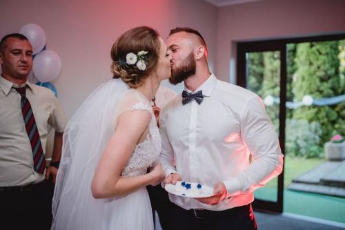 pocałunek pary młodej, fotograf koszalin mielno, rompska fotografia