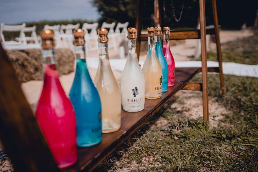 szampan vionelli Rustykalny ślub cywilny w plenerze- Ranczo Panderossa