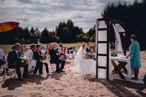 Rustykalny ślub cywilny w plenerze nad jeziorem - Ranczo Panderossa fotograf koszalin