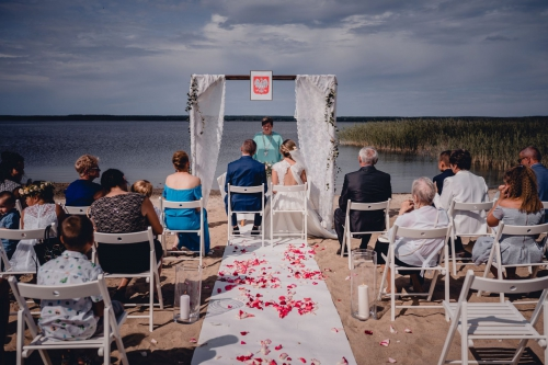 Rustykalny ślub cywilny w plenerze nad jeziorem - Ranczo Panderossa