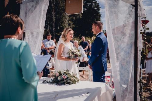 Rustykalny ślub cywilny w plenerze- Ranczo Panderossa fotograf szczecinek koszalin rompska barbara