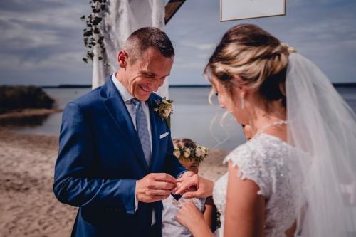 przysięga ślubna Rustykalny ślub cywilny w plenerze- Ranczo Panderossa