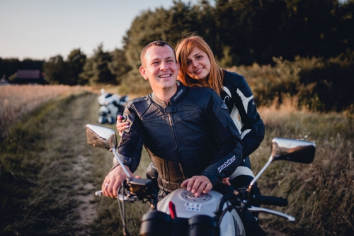 romantyczna sesja Słupsk fotograf Koszalin Barbara Rompska zachód słońca